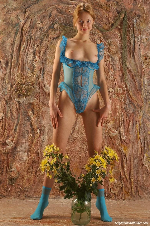 https://www.meinaktbild.com/akt-bilder/albums/userpics/10792/blaue_Dessous_15.jpg