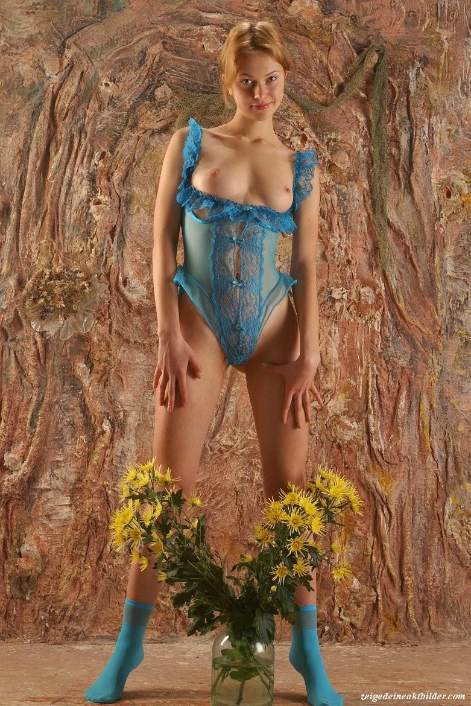 https://www.meinaktbild.com/akt-bilder/albums/userpics/10792/blaue_Dessous_17.jpg