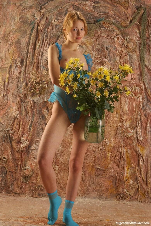 https://www.meinaktbild.com/akt-bilder/albums/userpics/10792/blaue_Dessous_18.jpg
