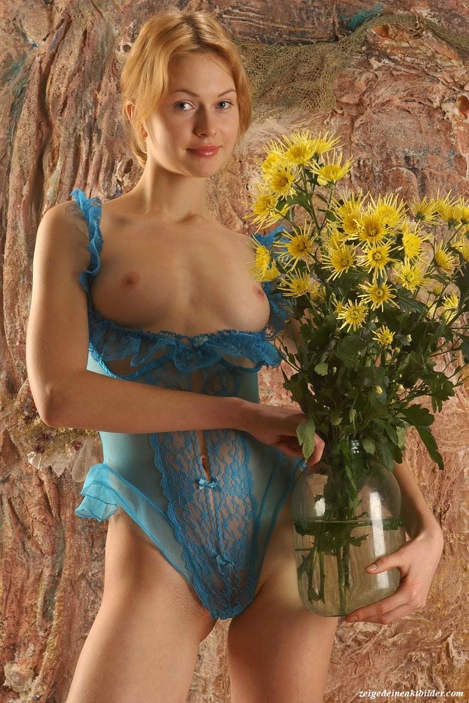https://www.meinaktbild.com/akt-bilder/albums/userpics/10792/blaue_Dessous_21.jpg